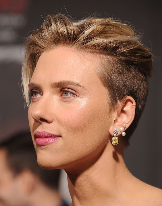 Scarlett Johansson's Sexy Hairstyles to Copy