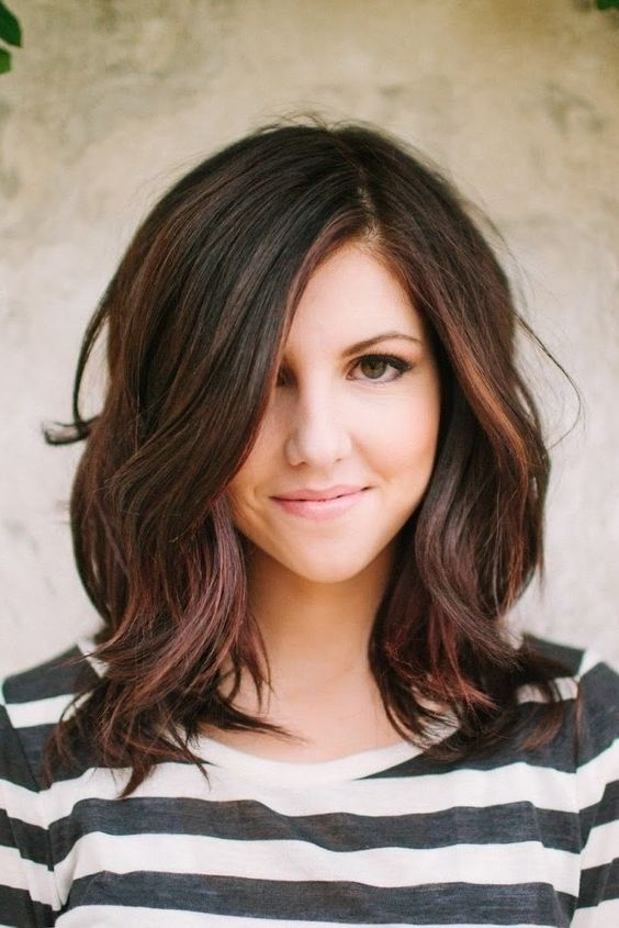 Eye-Catching Long Hairstyles for Round Faces