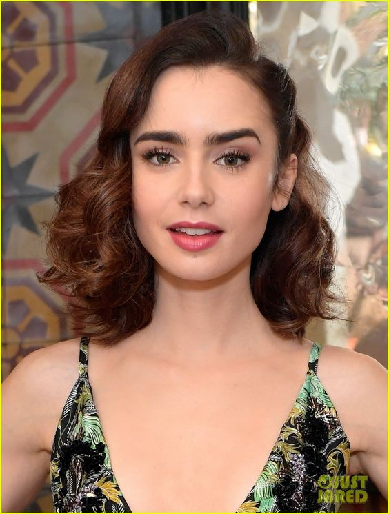 Lily Collins & Zoey Deutch Are It Girls