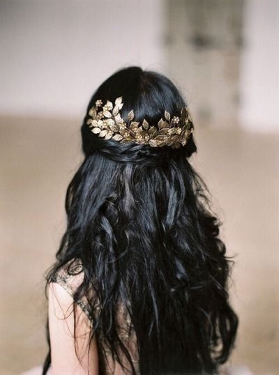 Beautiful Wedding Hairstyles Ideas For Curly Hair