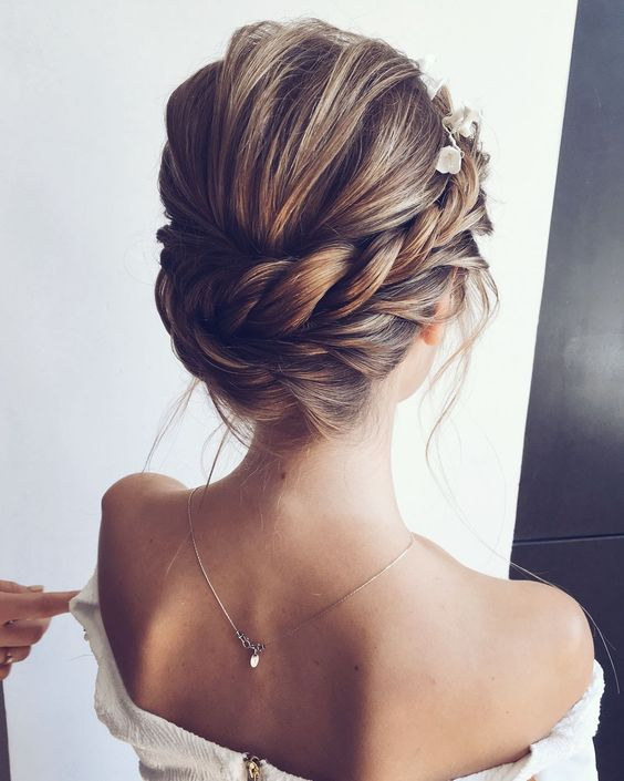 Best Hairstyle For Round Face