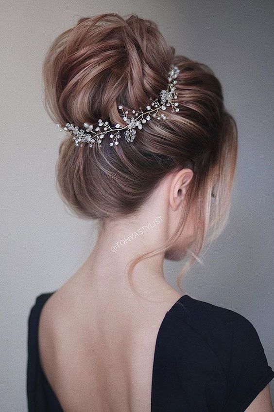 Simple Wedding Hairstyles That Prove Less Is More