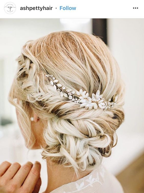 Sort and pretty wedding updo bridal hairstyle