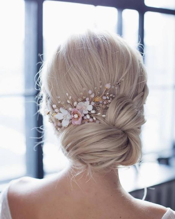 Wedding comb with flowers
