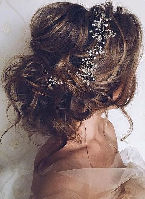 Messy Bridal Hair Ideas For Effortlessly Chic Brides
