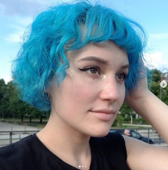 short blue hair 6