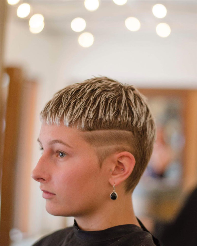 Cool Short Haircuts for Your New Look in 2020-38