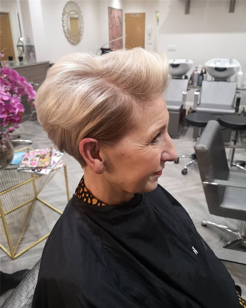 Cool Short Haircuts for Your New Look in 2020-45