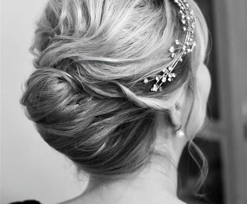 Latest Textured Bridal Updo Hairstyles to Look Charming 2020-26