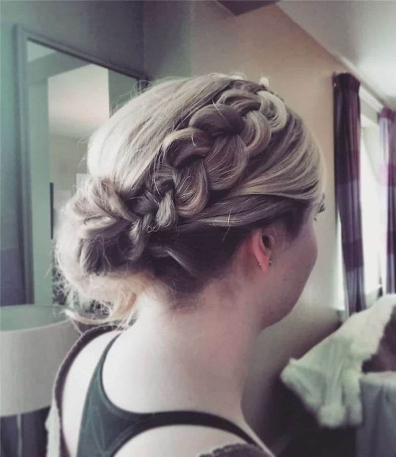 Lovely Wedding Hairstyles You'll Love for 2020-09