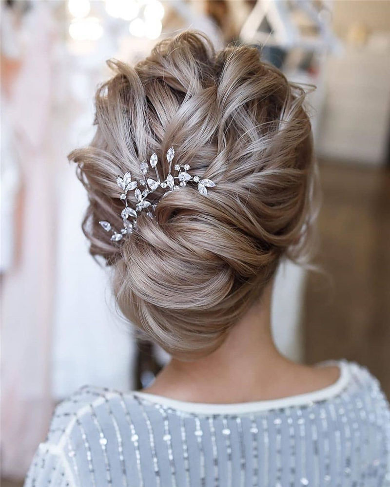 Lovely Wedding Hairstyles You'll Love for 2020-15