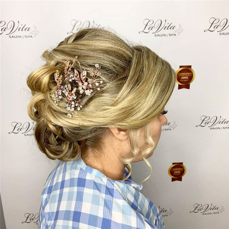 Lovely Wedding Hairstyles You'll Love for 2020-47