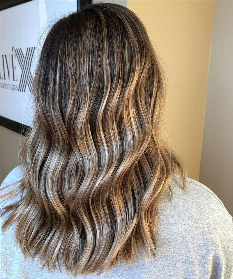 Most Trending Medium Haircuts for Women 2020-25