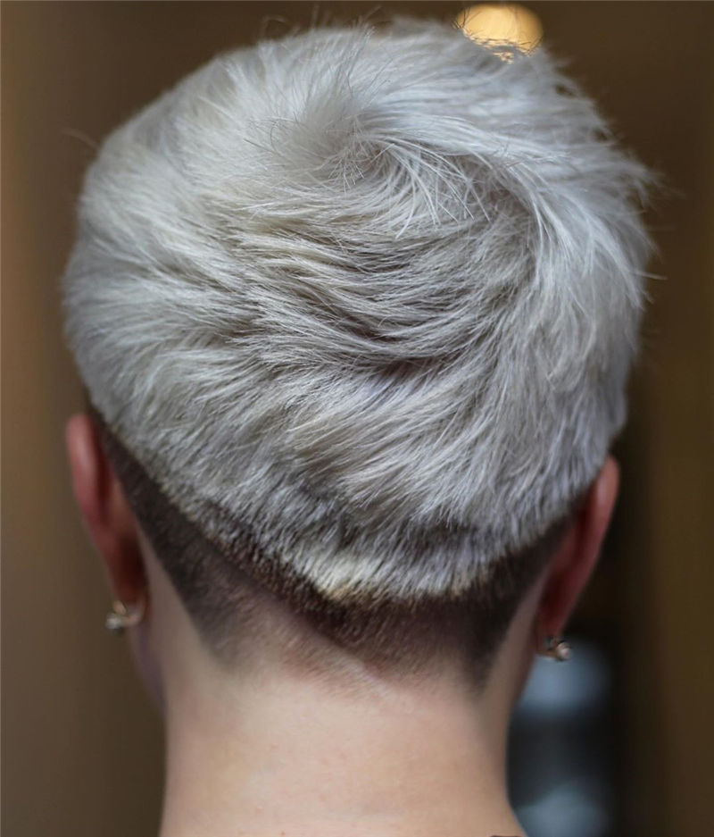 Amazing Pixie Cuts to Look Cool This Year-21