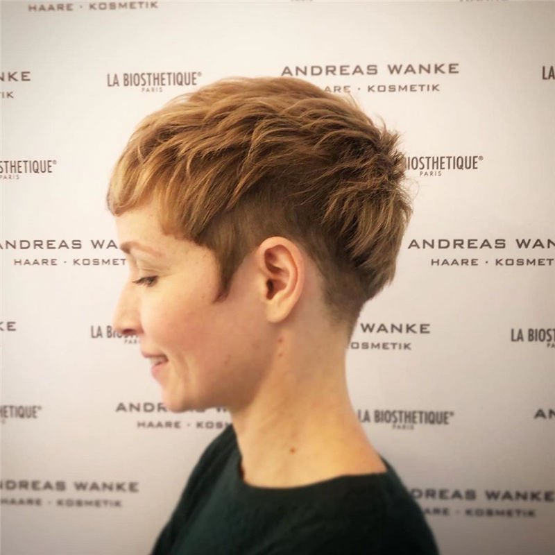 Amazing Pixie Cuts to Look Cool This Year-33