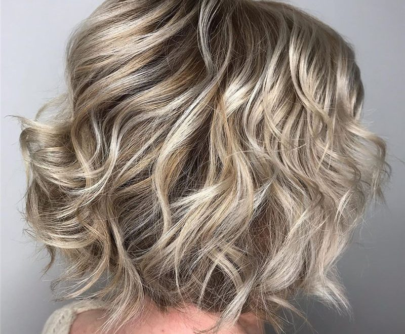 Best Short Wavy Bob Haircuts to Look Stylish 33