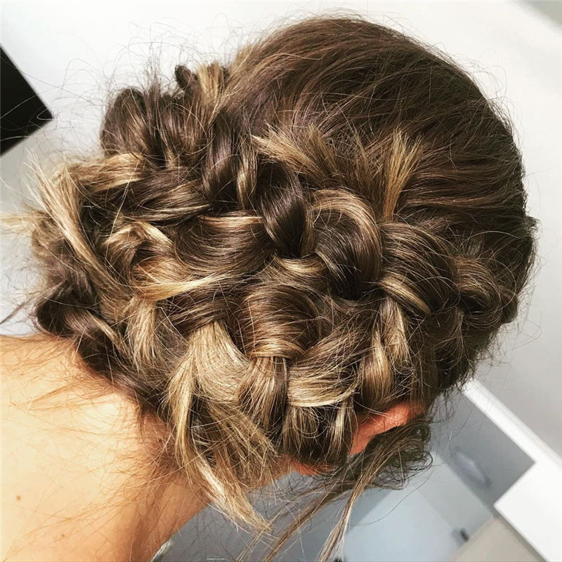 Best Wedding Hairstyles that Are Great for Big Day-24