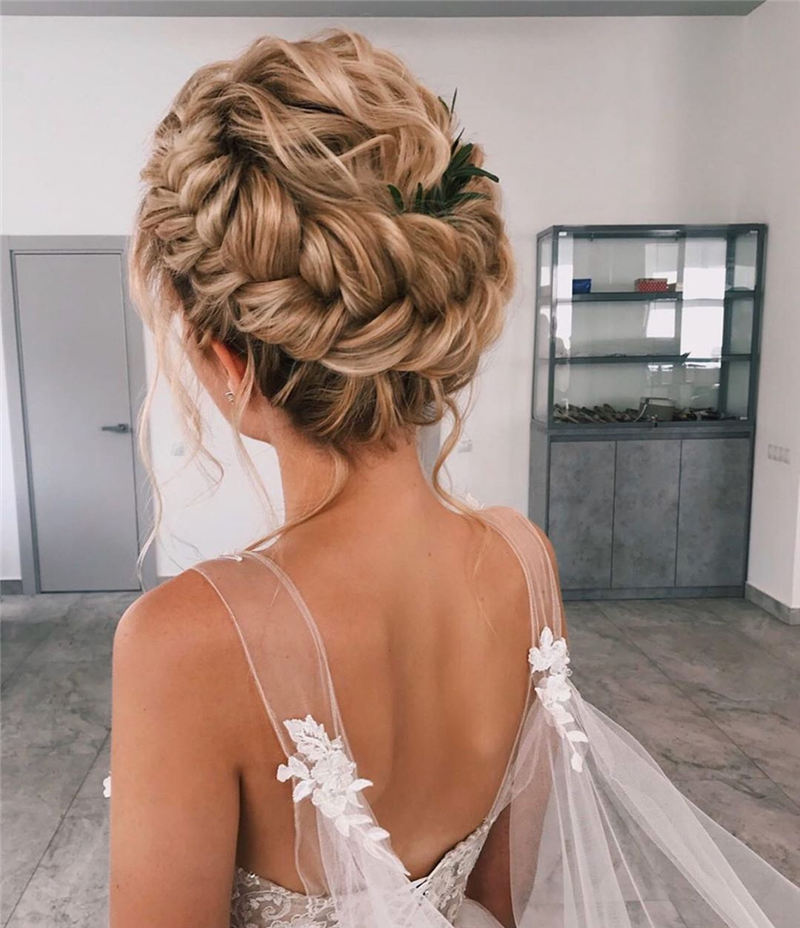 Best Wedding Hairstyles that Are Great for Big Day-25