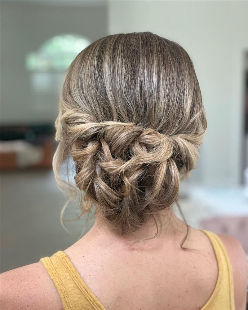 Modern Updos You'll Love to Wear in 2020-03