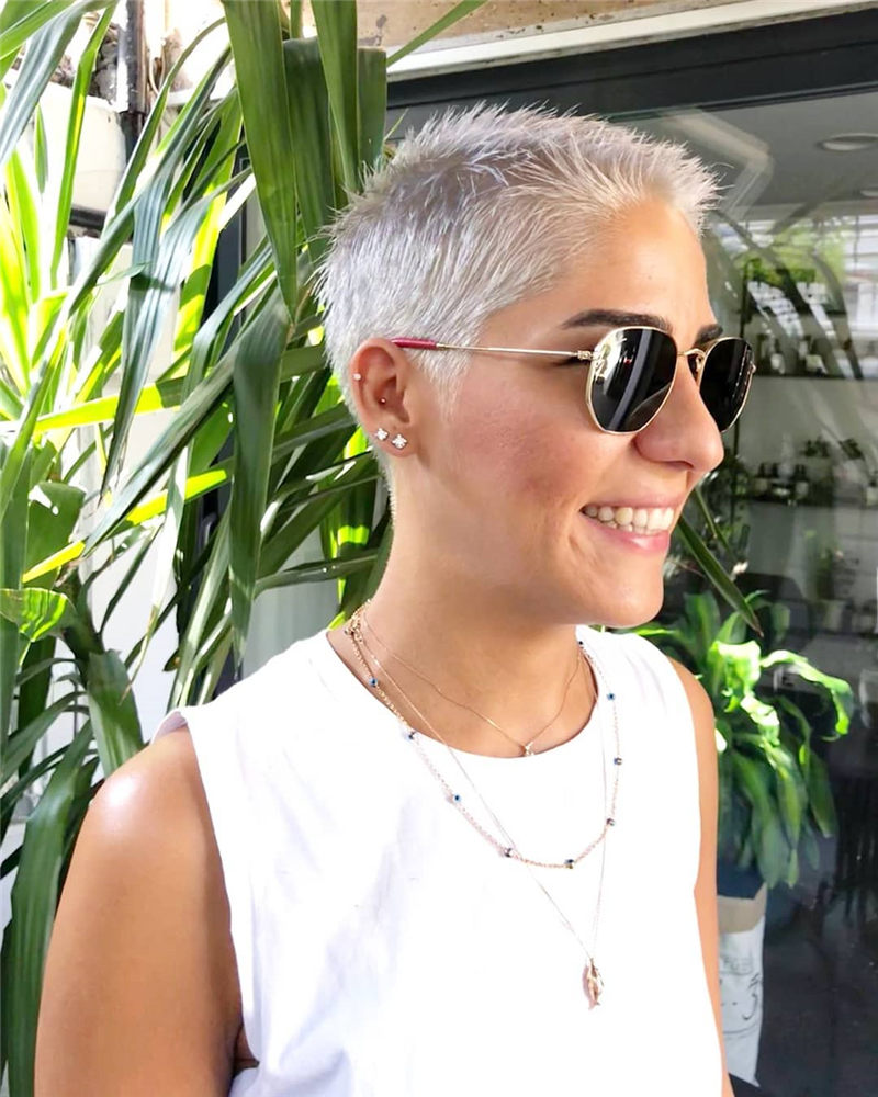 Really Popular Short Grey Haircuts to Look Stylish-37