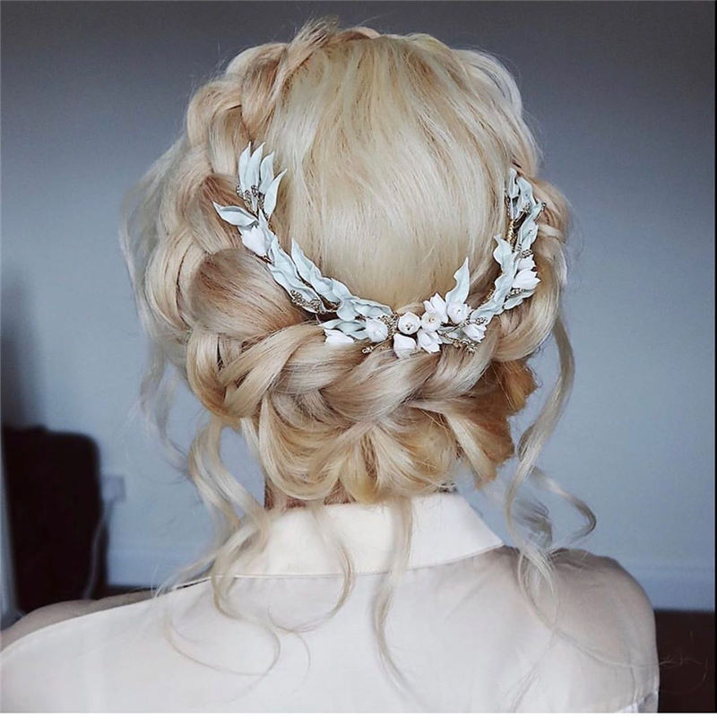 Best Wedding Hairstyles For Every Bride to Copy in 2020 39