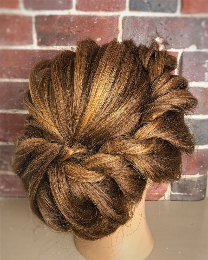 Fantastic Bridal Updos for 2020 Trends 08