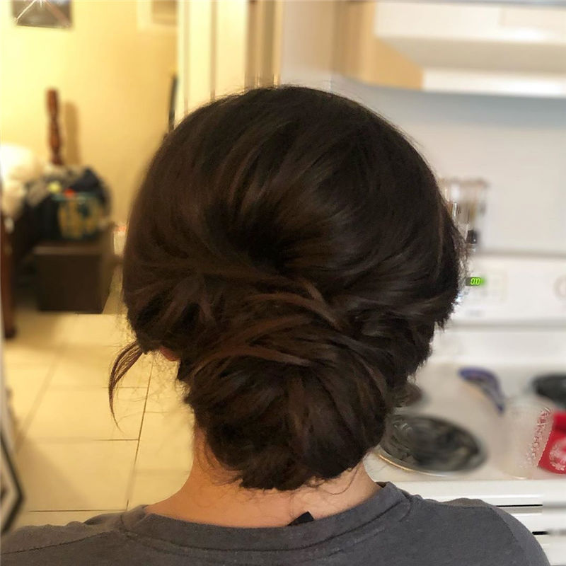 Fantastic Bridal Updos for 2020 Trends 17