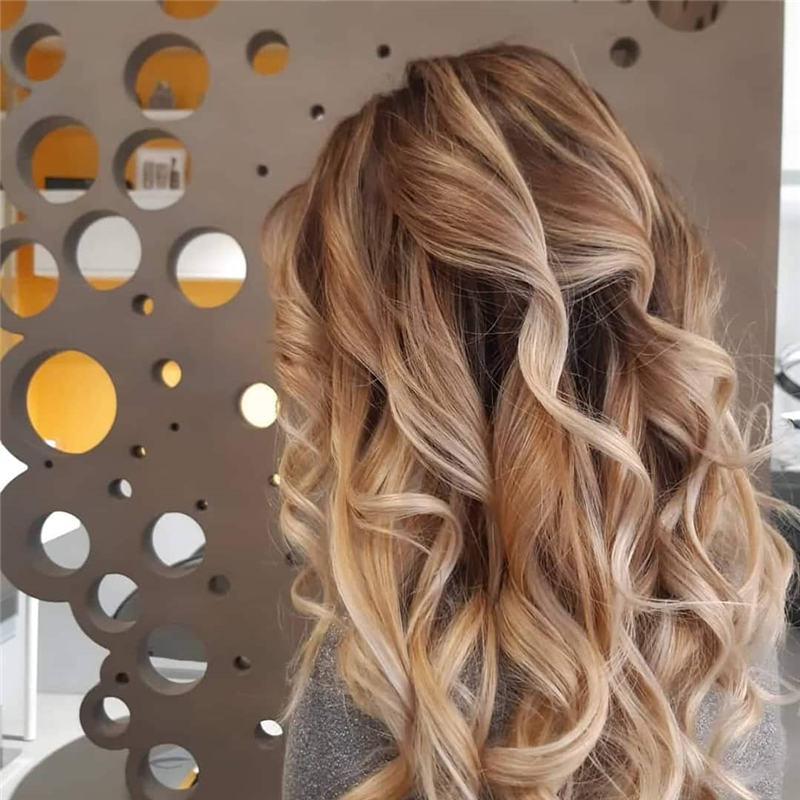 Most Popular Medium Length Hairstyles You Can Copy 06