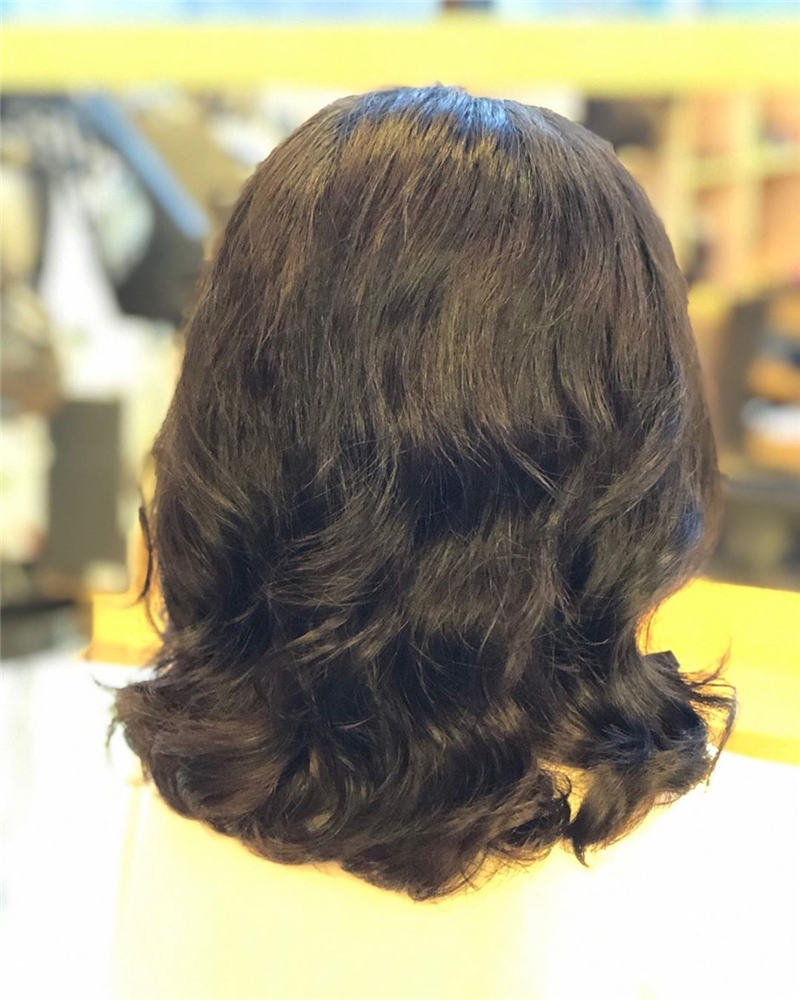 Most Popular Medium Length Hairstyles You Can Copy 07