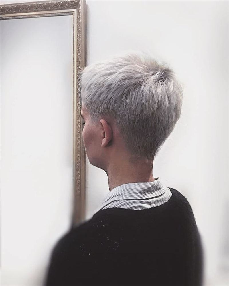 Pretty Short Grey Haircuts You Should Try Now 09