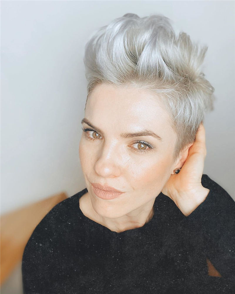Pretty Short Grey Haircuts You Should Try Now 17