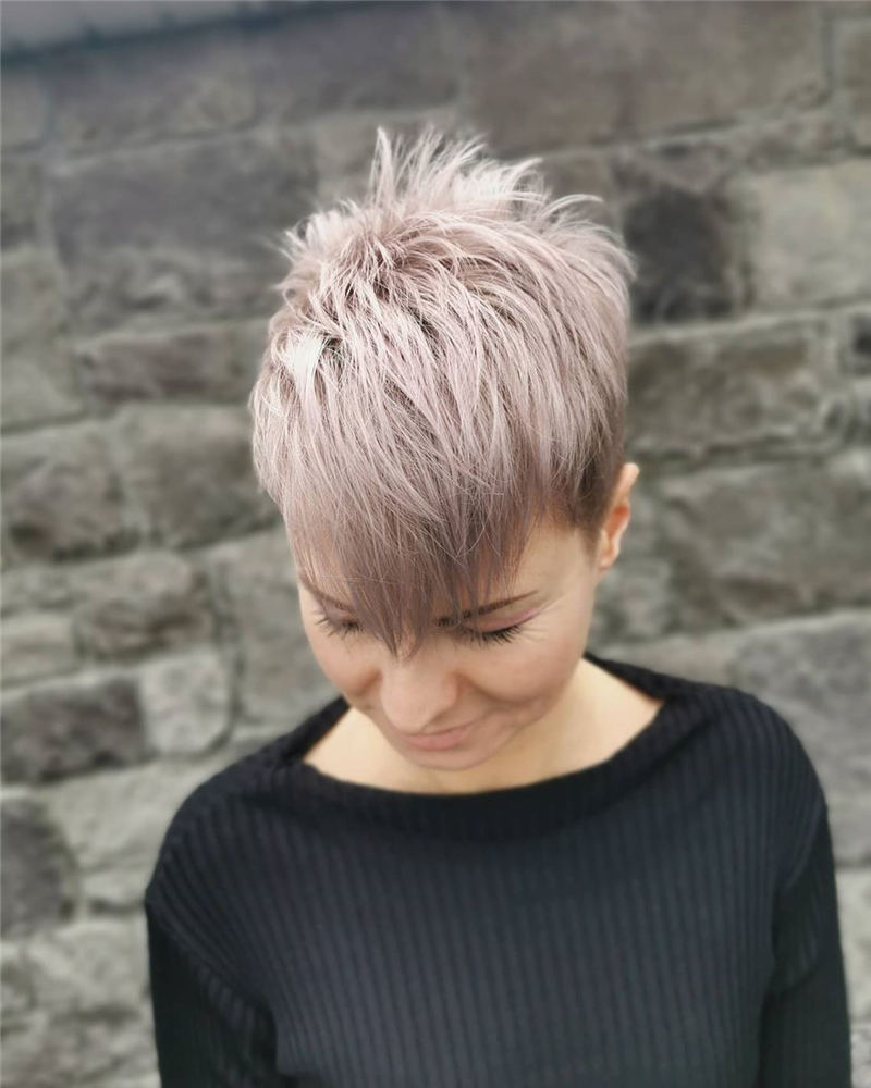 Stunning Pixie Haircuts That Make You Look Younger 01