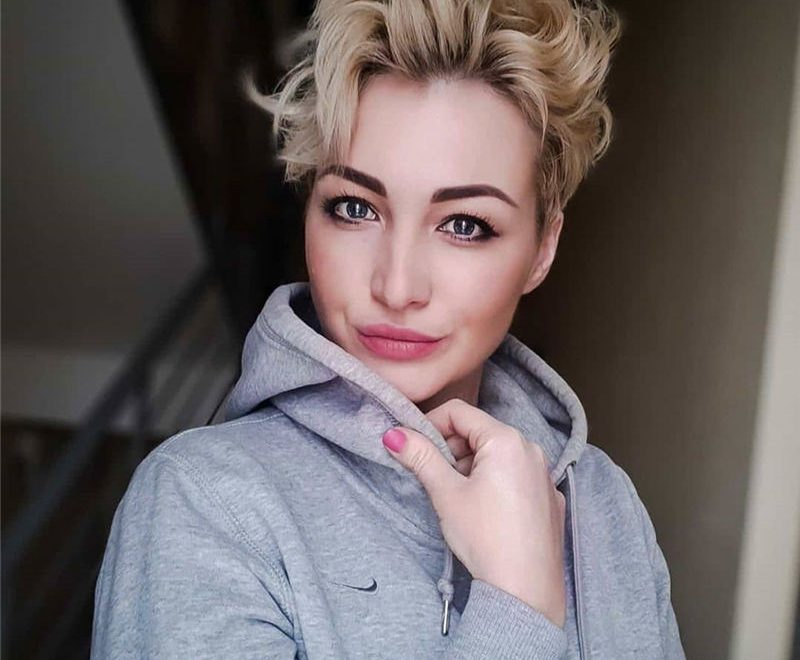 Stunning Pixie Haircuts That Make You Look Younger 26