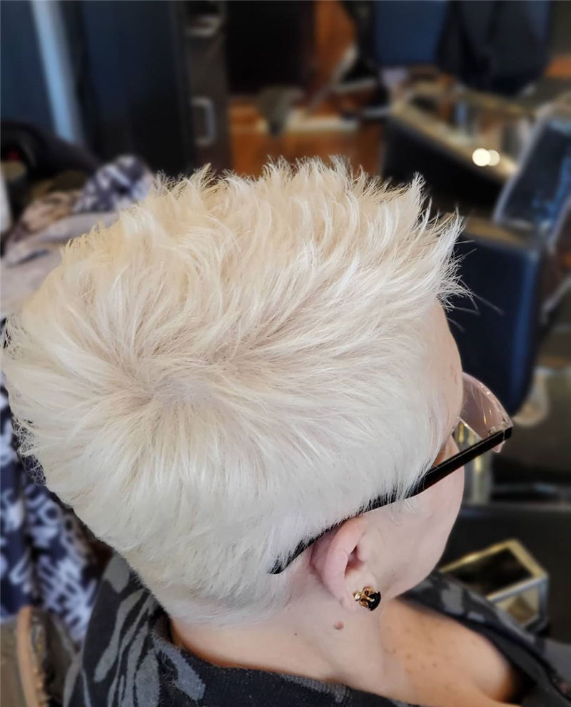 Stunning Pixie Haircuts That Make You Look Younger 29