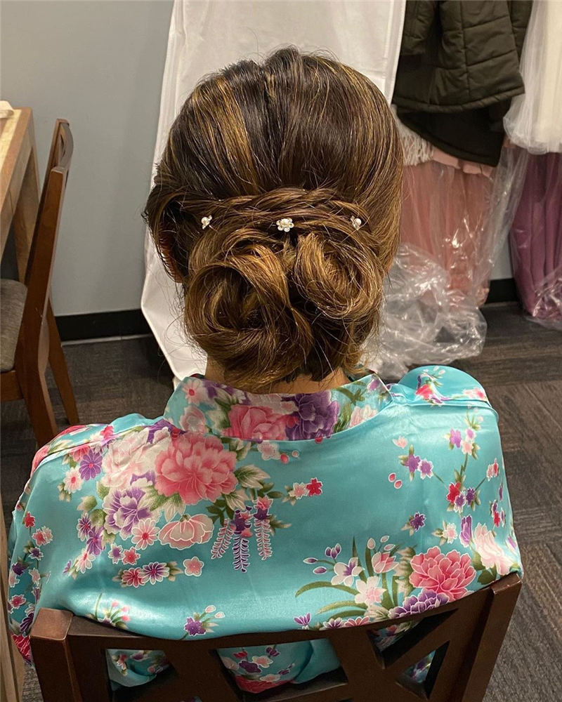 Winning Looks with These Amazing Updos 07