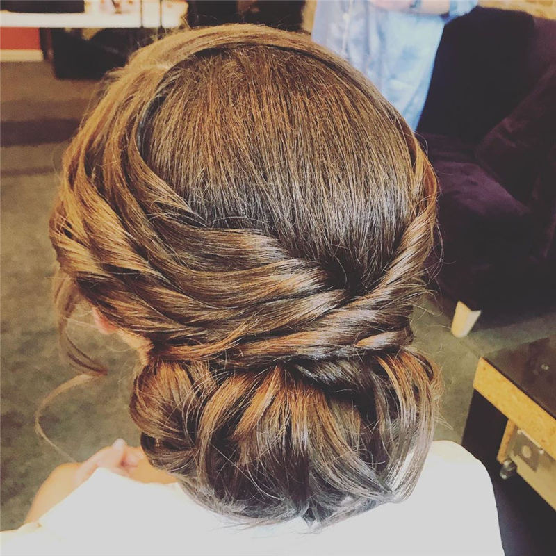 Winning Looks with These Amazing Updos 08