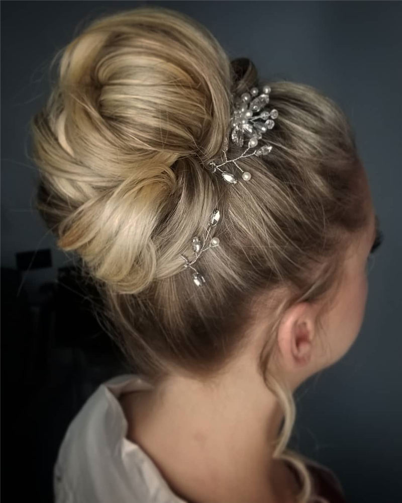 Winning Looks with These Amazing Updos 09