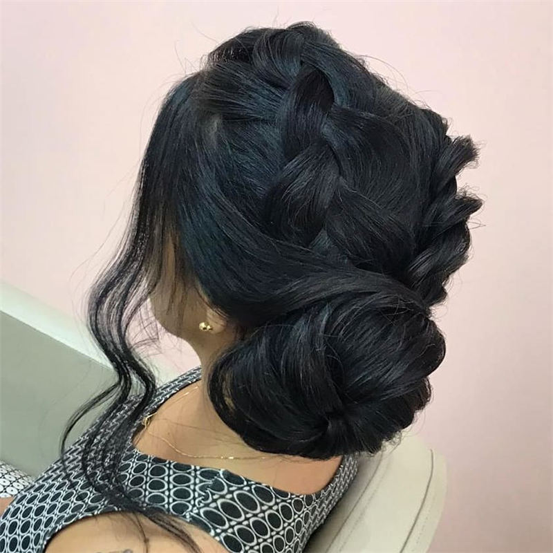 Winning Looks with These Amazing Updos 26