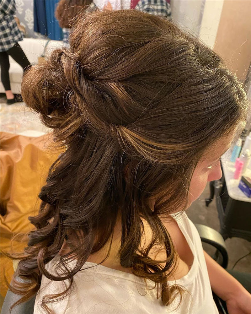 Winning Looks with These Amazing Updos 34