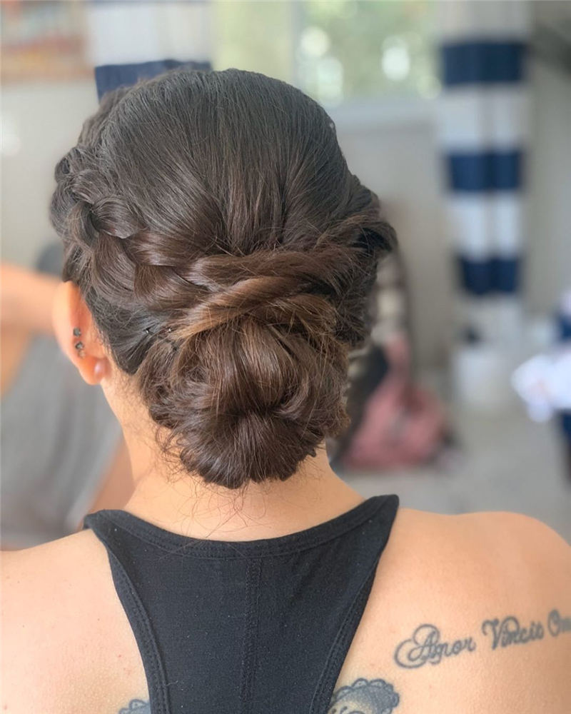 Winning Looks with These Amazing Updos 35