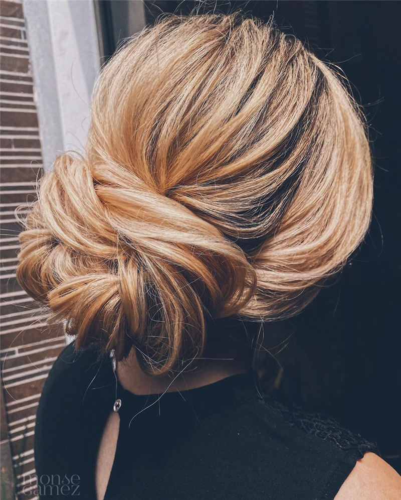 Winning Looks with These Amazing Updos 37