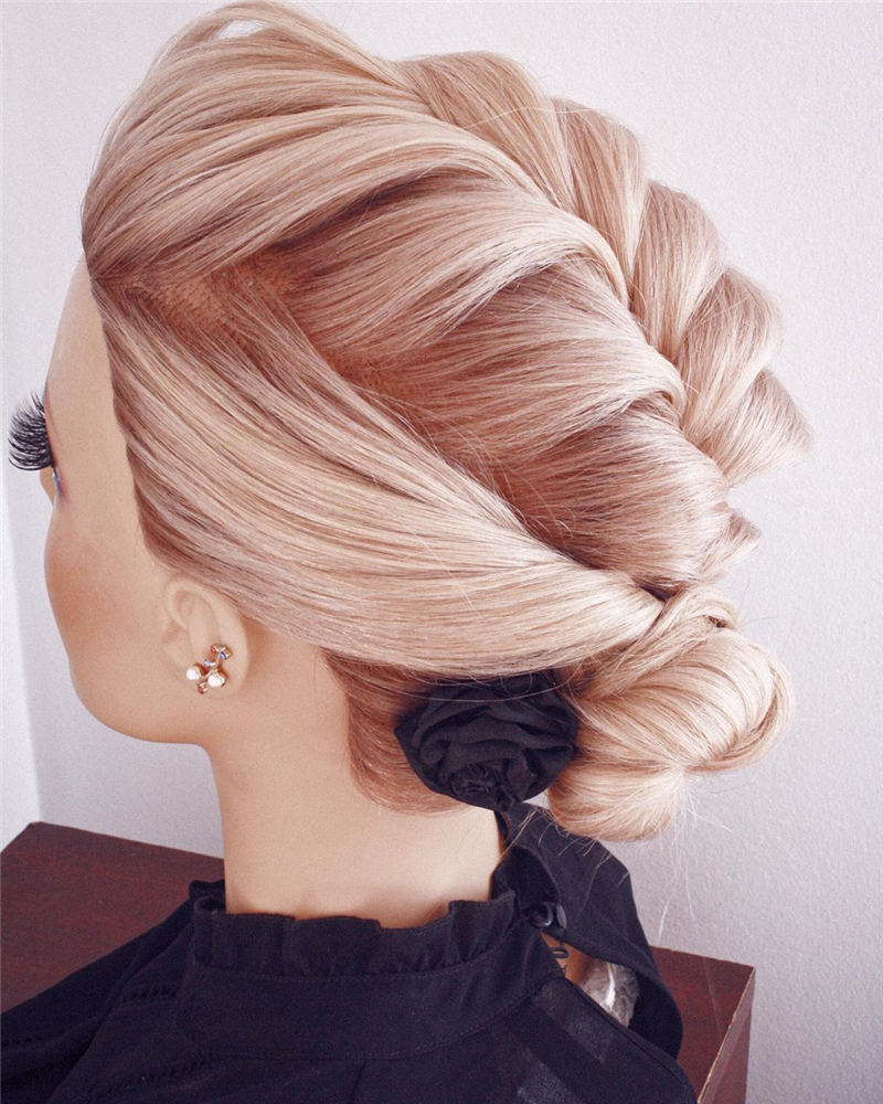 Winning Looks with These Amazing Updos 38
