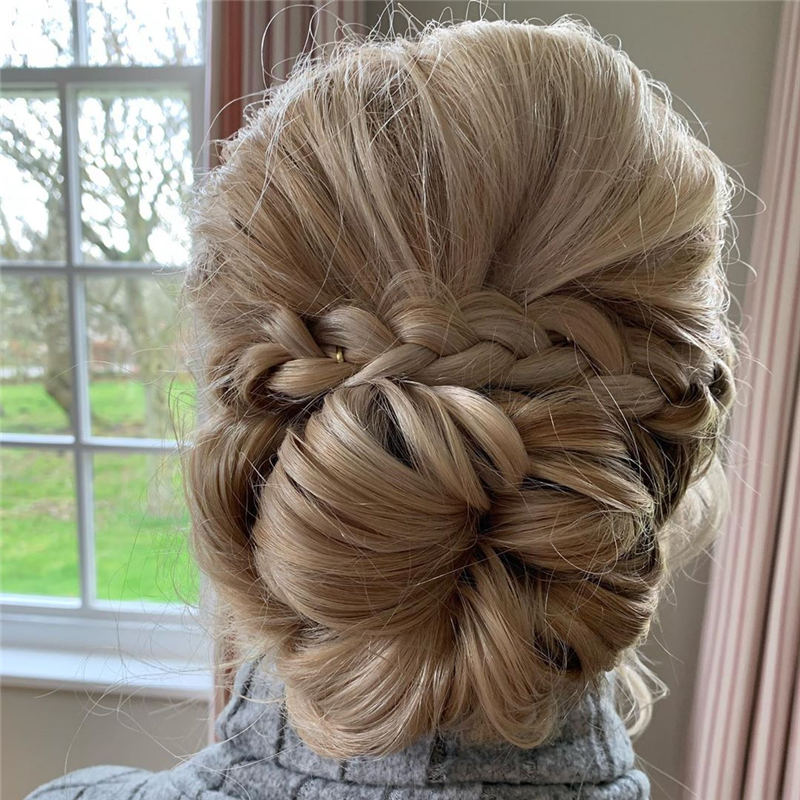 Winning Looks with These Amazing Updos 42