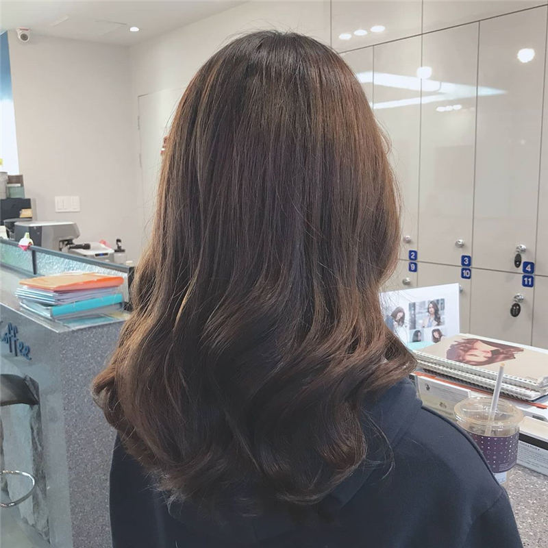 Best Medium Length Hairstyles to Refresh Your Style 30