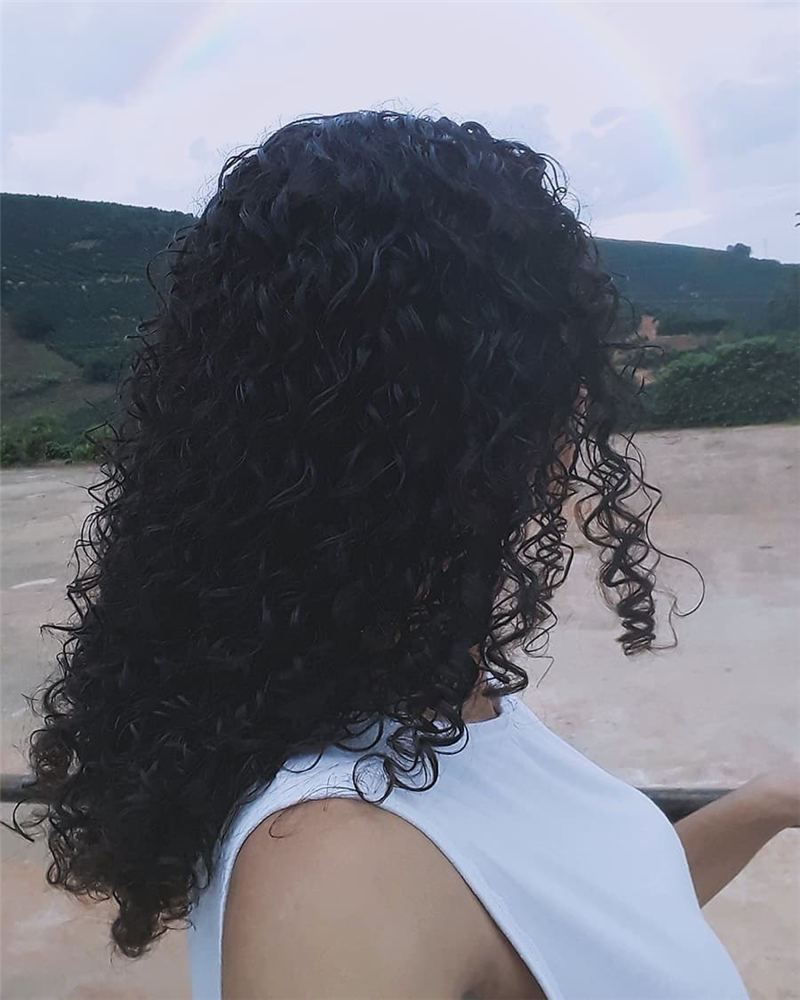 Cool Curly Hairstyles for Women That Youll Want To Get 19
