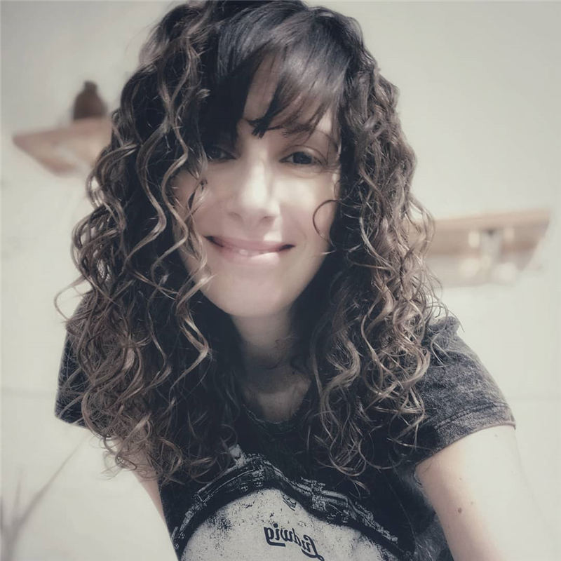 Cool Curly Hairstyles for Women That Youll Want To Get 22