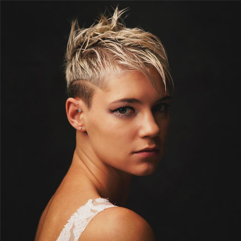 Cool Short Hairstyles For Women Who Want To Look Stylish 12
