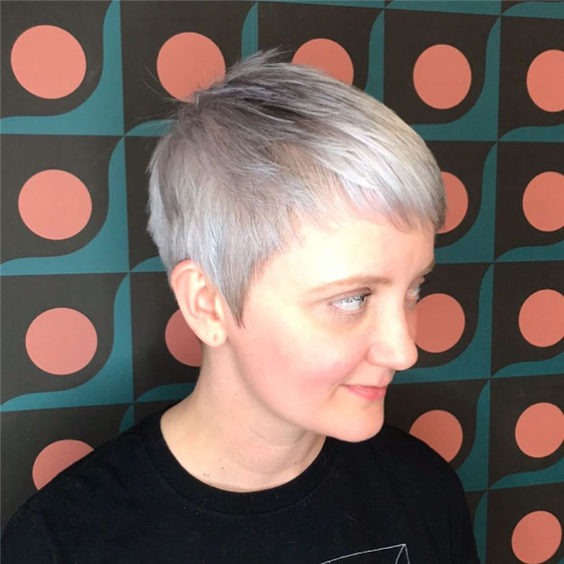 Cool Short Hairstyles For Women Who Want To Look Stylish 16