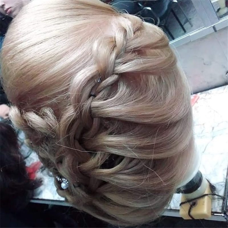 New Great Wedding Hairstyles for Your Big Day 2020 30