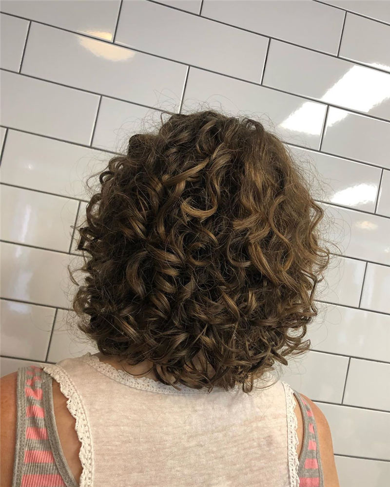 Curly Bob Hairstyles To Copy Asap for This Year 29